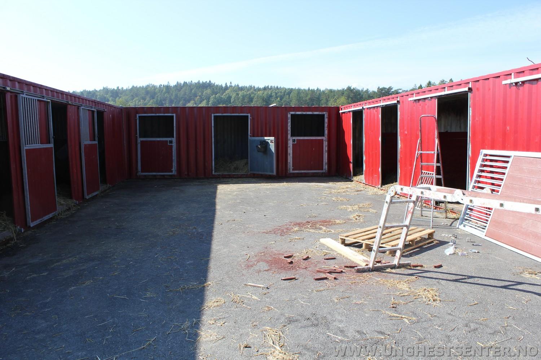 Nye dører og ny malt på konteiner